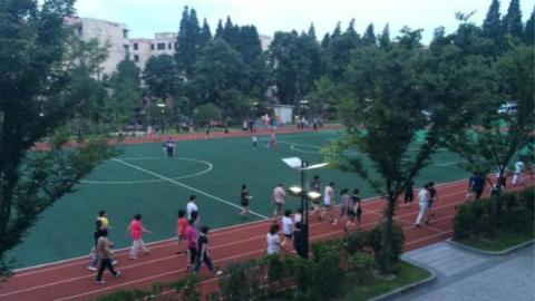 """市民健身去哪儿?市政协委员热议:让学校体育场馆开放成""""双赢"""""""