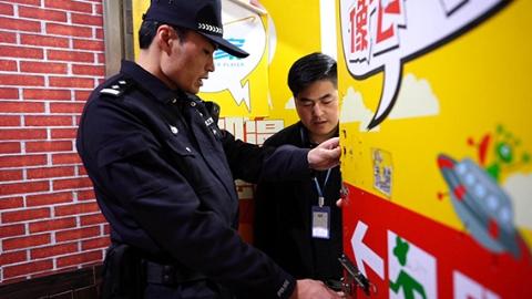 """""""串门""""""""逛街""""坚守,枫桥式公安派出所民警这样过大年"""