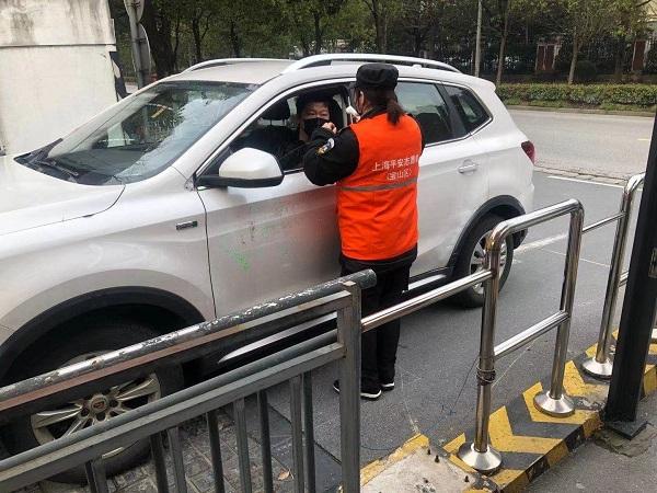 抗疫在社区|保安当起了志愿者 9天前开始为居民和访客测体温