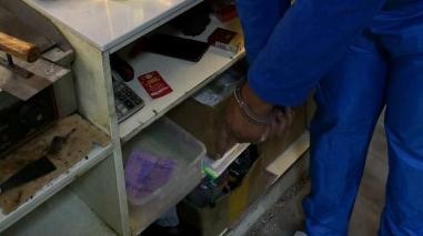 """忘带手机和钱包,他把店内的零钱盒当成了自己的""""零钱包"""""""