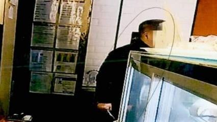 不满判决结果,七旬老人在地铁站蛋糕店内持刀闹事