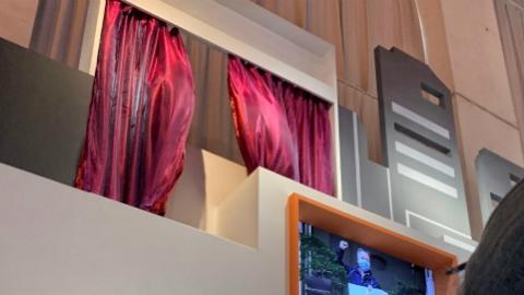 那风中的红窗帘