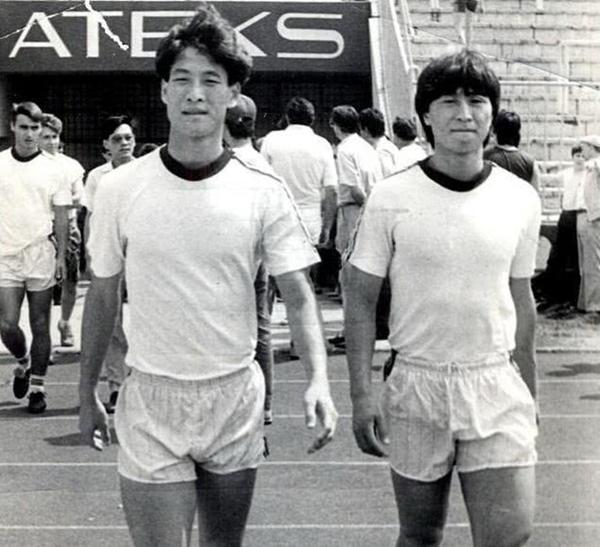 球员时代的柳海光(左)和贾秀全_副本.jpg