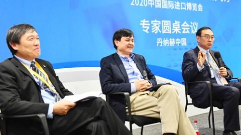 """在进博会""""活捉""""张文宏 他说:这个展区是""""全村人的希望"""""""