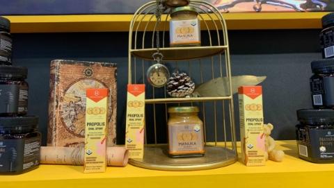 """新西兰蜂蜜品牌在进博会上庆祝百年生日,还把中国人最爱买的""""25+""""带来了"""