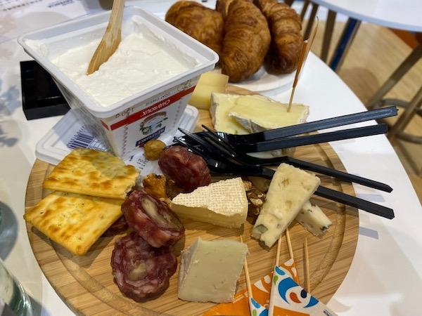 """136岁的法国黄油取了中文名字,全球首发新品在进博会上亮相""""打拼""""中国市场"""