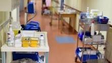 人手紧张 法国养老院放宽招聘条件