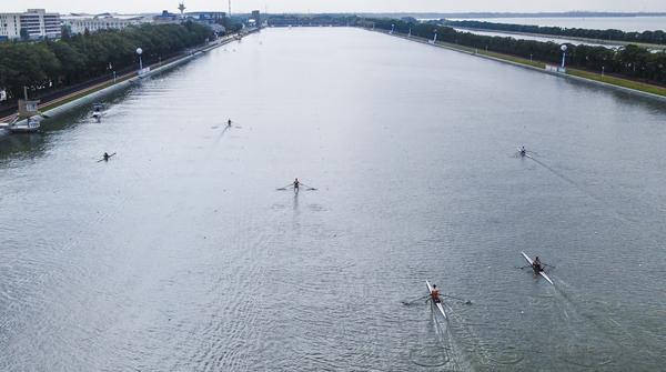 全国赛艇锦标赛迎来决赛日,让运动员个个都夸好的赛道究竟什么样?