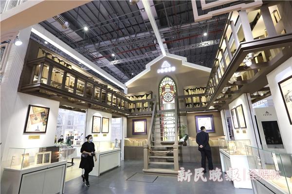 上海图书馆展区现场复刻了徐家汇藏书楼的风采-王凯_副本.jpg