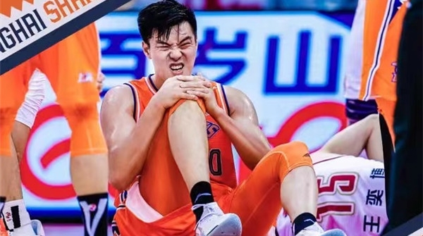 乐动体育男篮众多球员遭遇伤病侵袭!可兰白克需休养八周