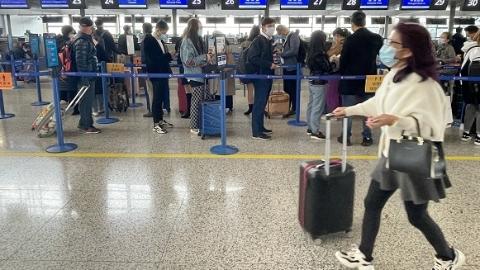"""""""浦东机场能飞吗?""""记者帮你去看了一下:今天上午一切运行正常"""