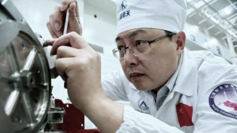 王曙群:执著追逐航天强国梦的中国工人