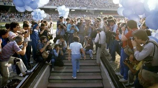 全世界球迷都在为马拉多纳哭泣!而他生前曾畅想:要在墓碑前感谢足球