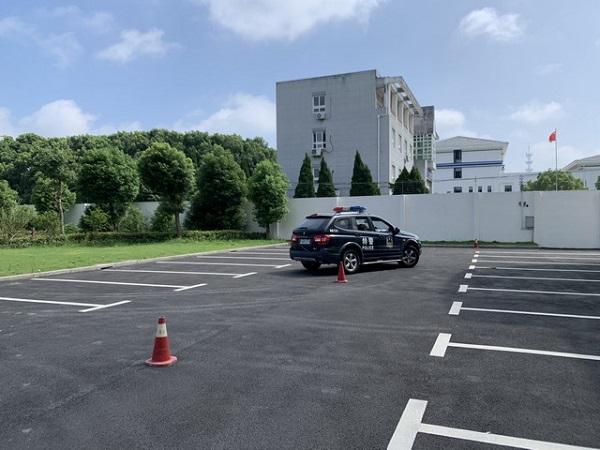 狭窄空间掉头、曲线行驶……金山特警开展警务驾驶强化训练