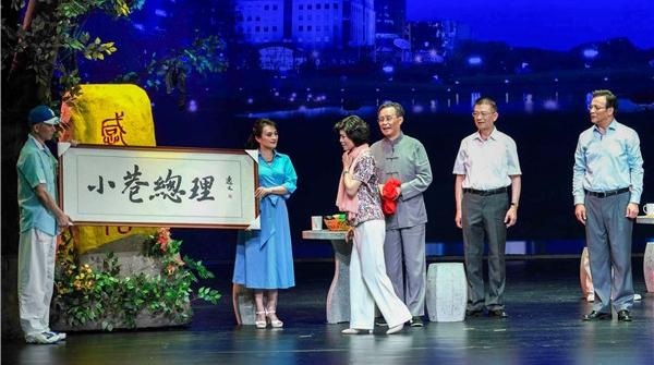 从长宁区唱到长三角,这家35人的区级沪剧团何来的市场号召力?