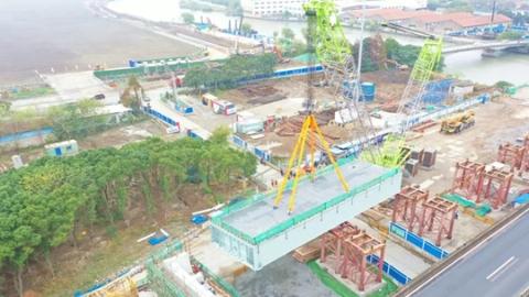G1503安亭立交西幅老桥退出历史舞台 新桥首个钢箱梁吊装完成
