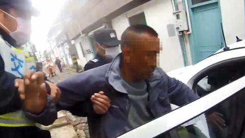 男子报警被多人围殴,结果警察来了把他抓了,原因竟然是……