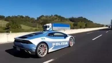 意版速度与激情:警察驾兰博基尼狂飙至230 Km/h!原因竟是…...