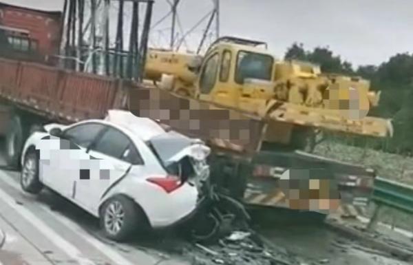 S2沪芦高速昨天5车相撞3人受伤