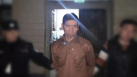 小贩在家熟睡忘锁门,小偷贼溜溜偷上门