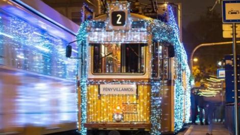 布达佩斯再次迎来圣诞电车