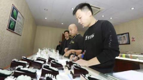 """""""上海一日游""""野鸡团里的骗子抓到了!91人被抓获,系上海首例"""