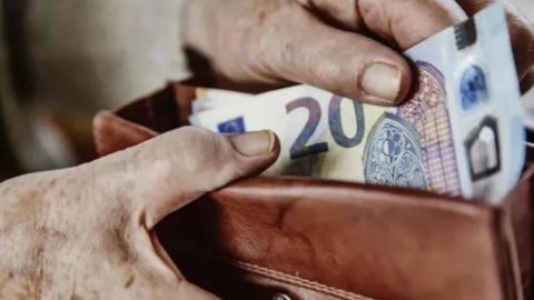 德国女性领取的养老金比男性少35%!每月不到1000欧元
