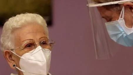 96岁老奶奶成西班牙第一位新冠疫苗接种者