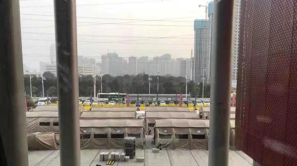 """两支来自上海的国家救援队到达""""方舱医院"""" 帐篷和设备已准备就绪"""
