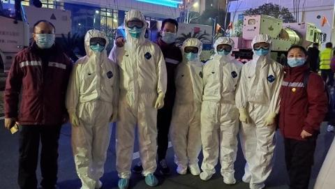 """前线工作忙 国家紧急医学救援队用视频告诉自己""""勇者无惧"""""""