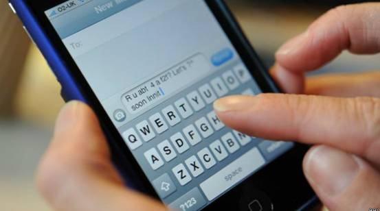 教室里的手机短信,大部分都是父母发的?