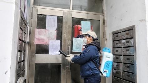 背着30斤药水桶来回消毒 这群基层卫生工作者同样值得点赞