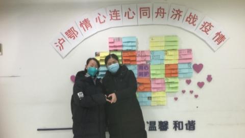 """因为在一条微信留言区里被点名,上海抗疫医生里又火了一位""""张主任"""""""