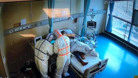 """收最重的病人,打最硬的仗,华山医院担起""""国家队""""特种兵重任"""