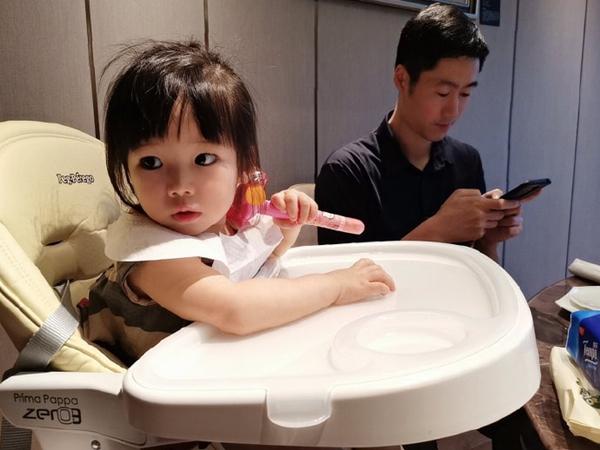 抗击疫情 居家锻炼丨王励勤:上班做广播体操 在家带宝宝运动