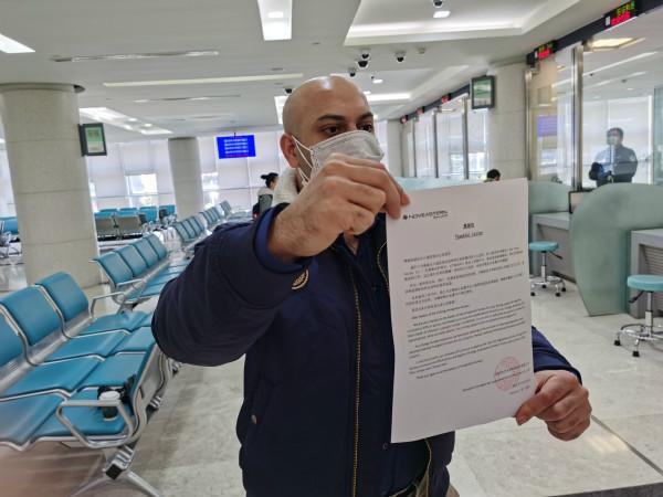 居家隔离解除日,签证差一天到期,上海警方人性化措施为外籍男子解难