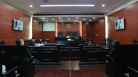"""法庭与被告人""""隔空对话"""",宝山法院今远程审理8起刑事案件"""