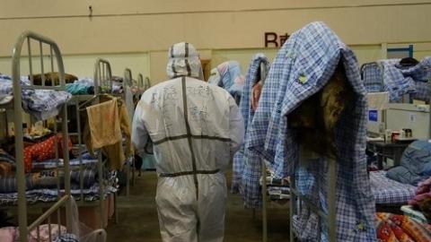 出院想吃火锅的姑娘、自愿捐血浆的汉子……在方舱医院 我们和病人谈起了生活