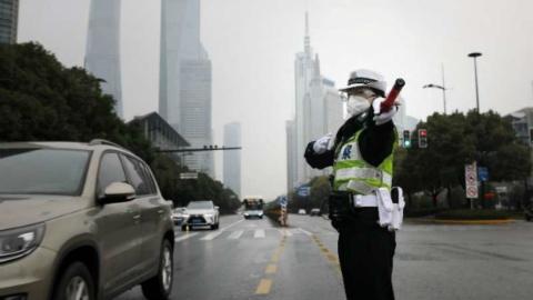 """抗击疫情,43名警花这样守护""""东方香榭丽舍大街"""""""