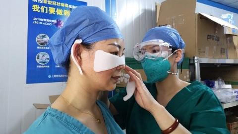 """市十医院两周发明口罩敷贴 呵护战""""疫""""勇士的""""最美勋章"""""""