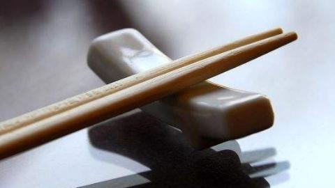 新民快评|给公筷一次机会,给大家一个契机