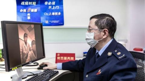 """税务优惠政策隔空""""速递"""" 虹口企业""""战疫""""更自信"""