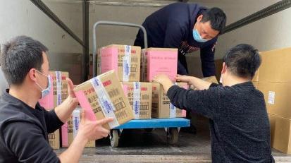 上海市拥军优属基金会支援火神山和中部战区总医院抗疫物资在松江启运