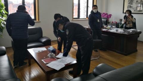 疫情影响公司新楼办理门弄牌 专管民警上门对接办妥手续