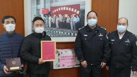 新凡人歌·同心抗疫|一碗馄饨的温度!上海彪哥将爱心洒向26座城市