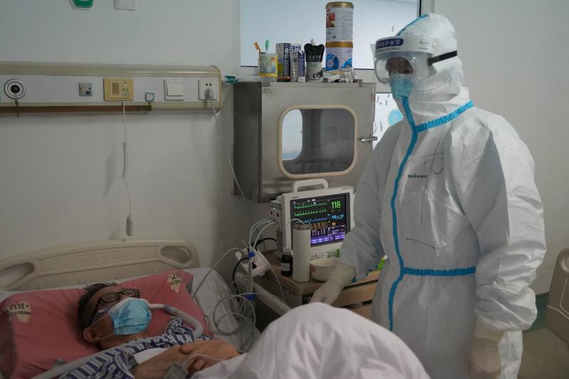 探访武汉金银潭医院重症病房:那里有痛苦 更有爱和担当