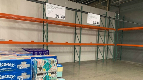 超市貨架被掃空,自家種菜養雞…本報記者帶你走訪緊急狀態下的洛杉磯