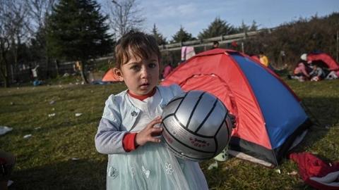 德國:把一部分難民兒童從希臘手上抱過來