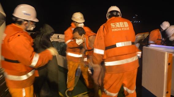 大風浪中兩船遇險 東海救助局昨夜今晨兩次出動救助7人