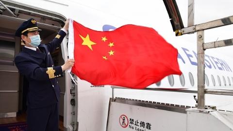 """飞机上只有9名""""旅客""""和9吨物资!这就是东航执行的中国首班援外防疫专家组包机"""